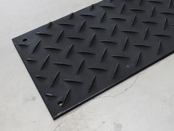 The plates can be joined together. The strongest plastic road plate in the world for all heavy-duty use in construction and industry. & Plastic road plates sales \u2013 Roadplates.be